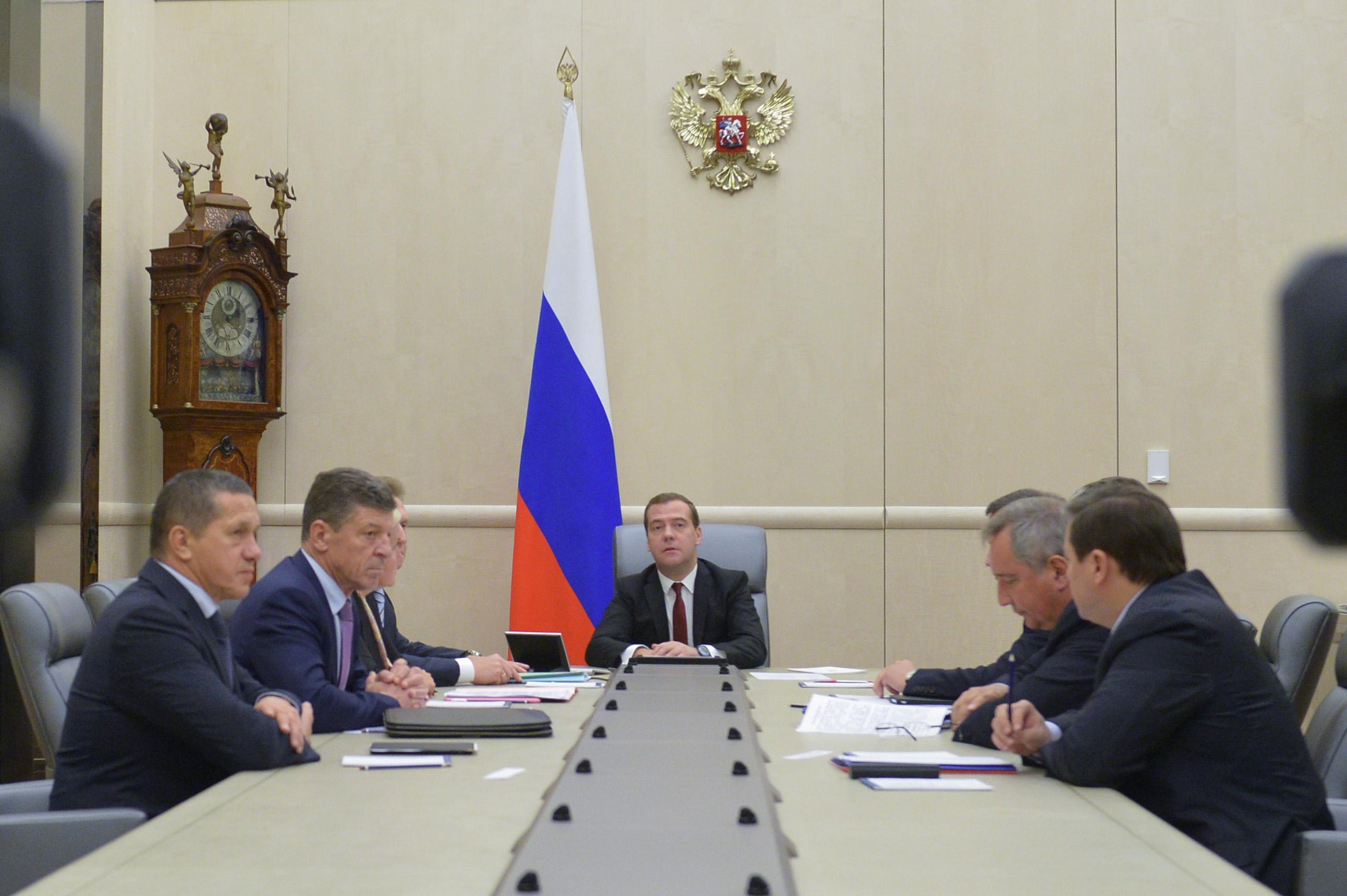 Дмитрий Медведев на совещании с вице-премьерами РФ