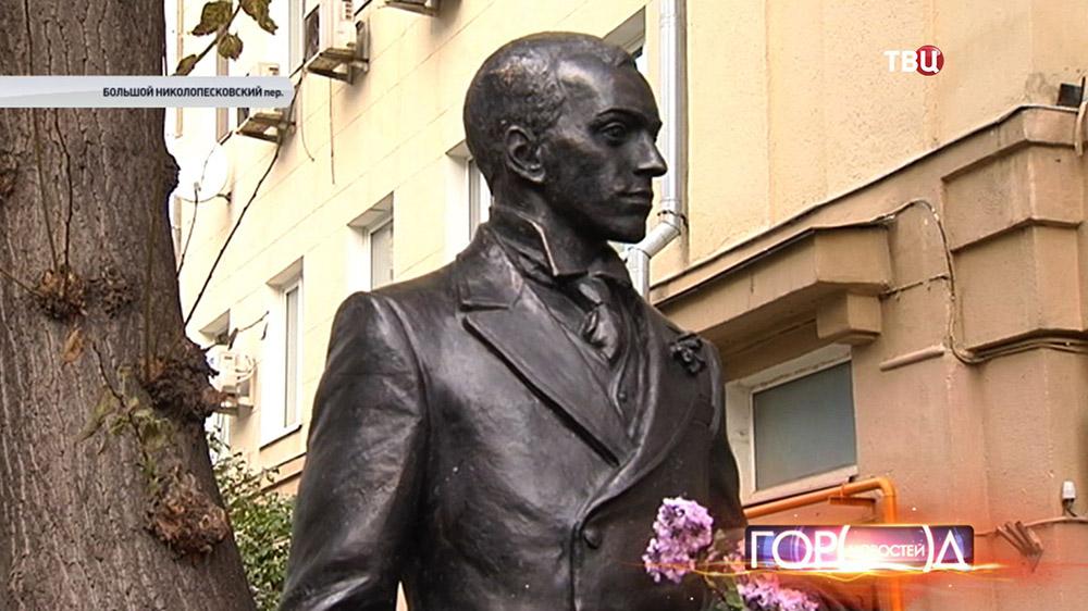 Памятник режиссеру Евгению Вахтангову