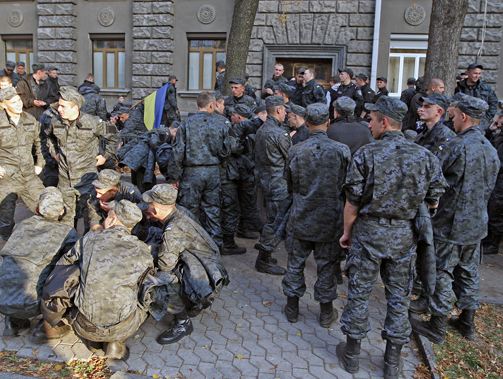 Срочники Нацгвардии пикетируют Администрацию президента Украины