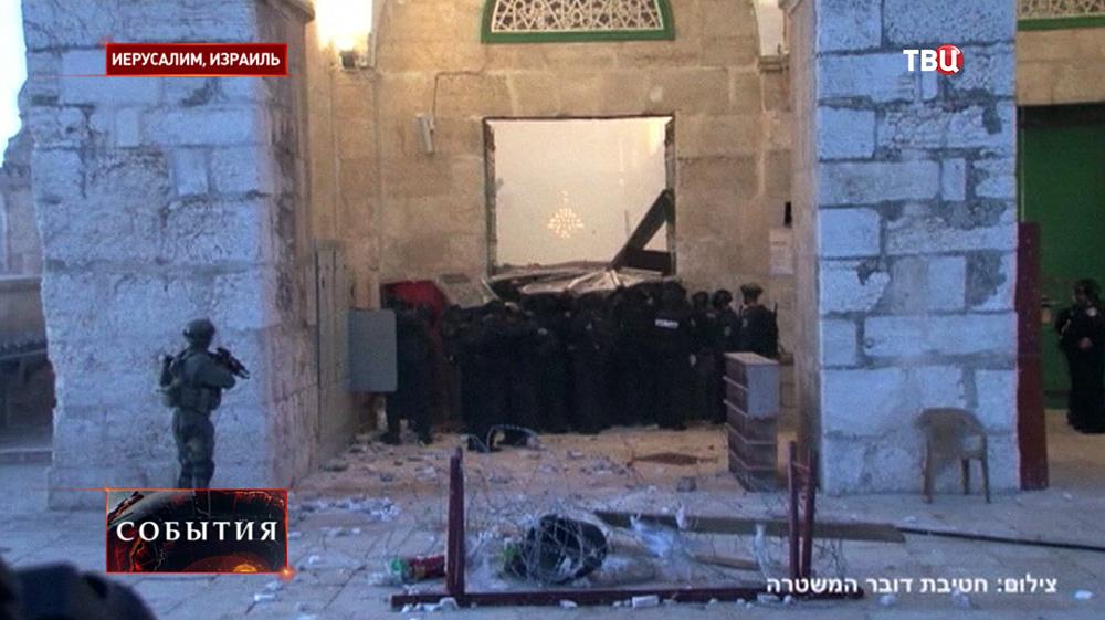 В Иерусалиме произошли столкновения палестинцев с израильской полицией