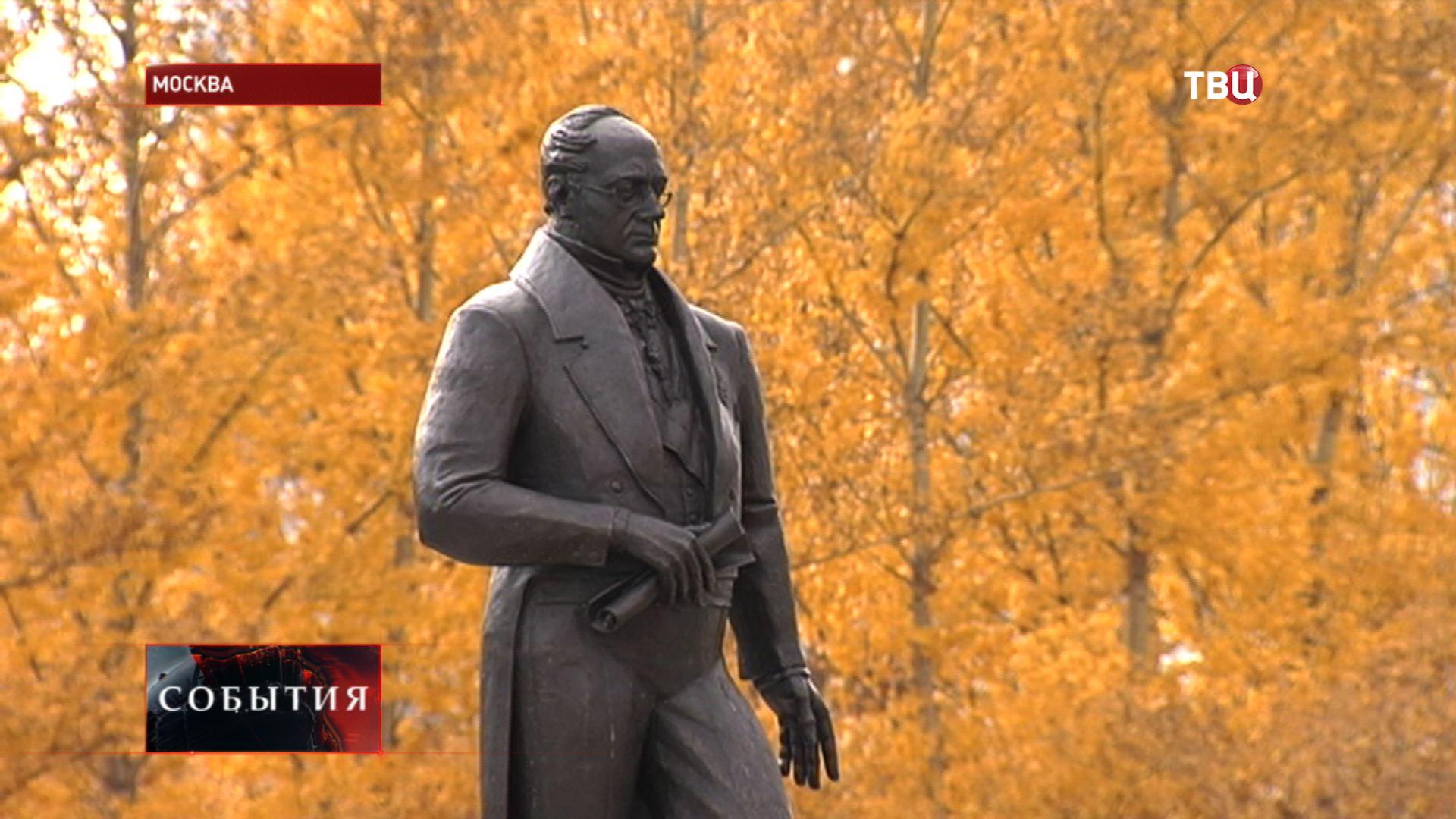 Памятник Александру Горчакову во внутреннем дворе МГИМО