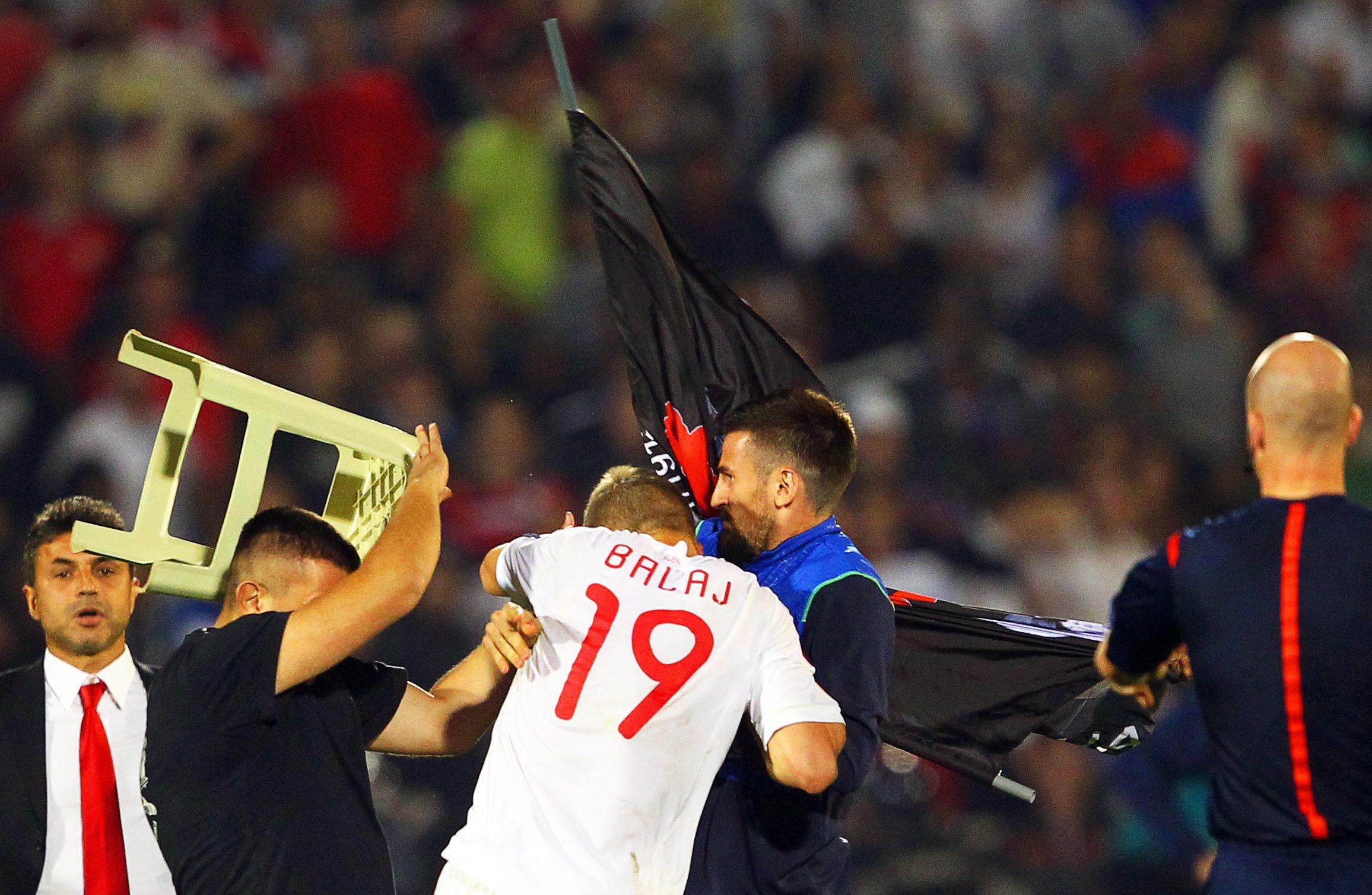 Потасовка в матче Сербия - Албания с участием болельщиков
