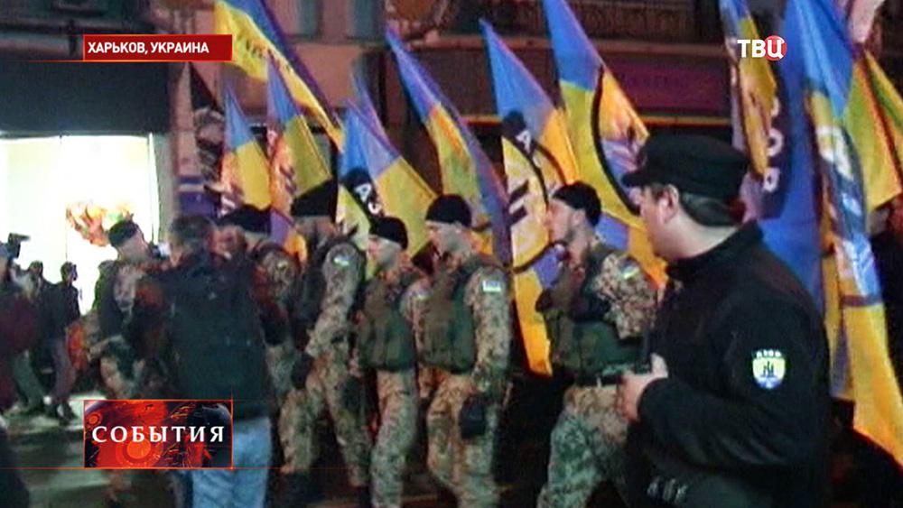 """Бойцы батальона """"Азов"""" маршируют в Харькове"""