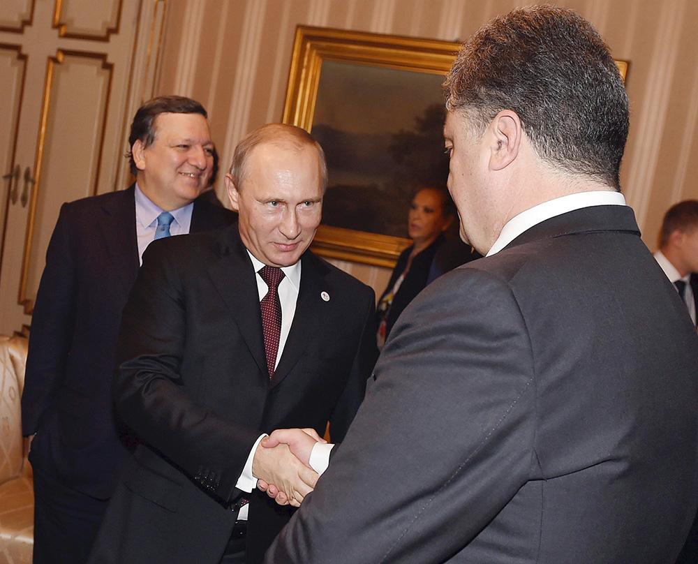 Президент России Владимир Путин и президент Украины Пётр Порошенко