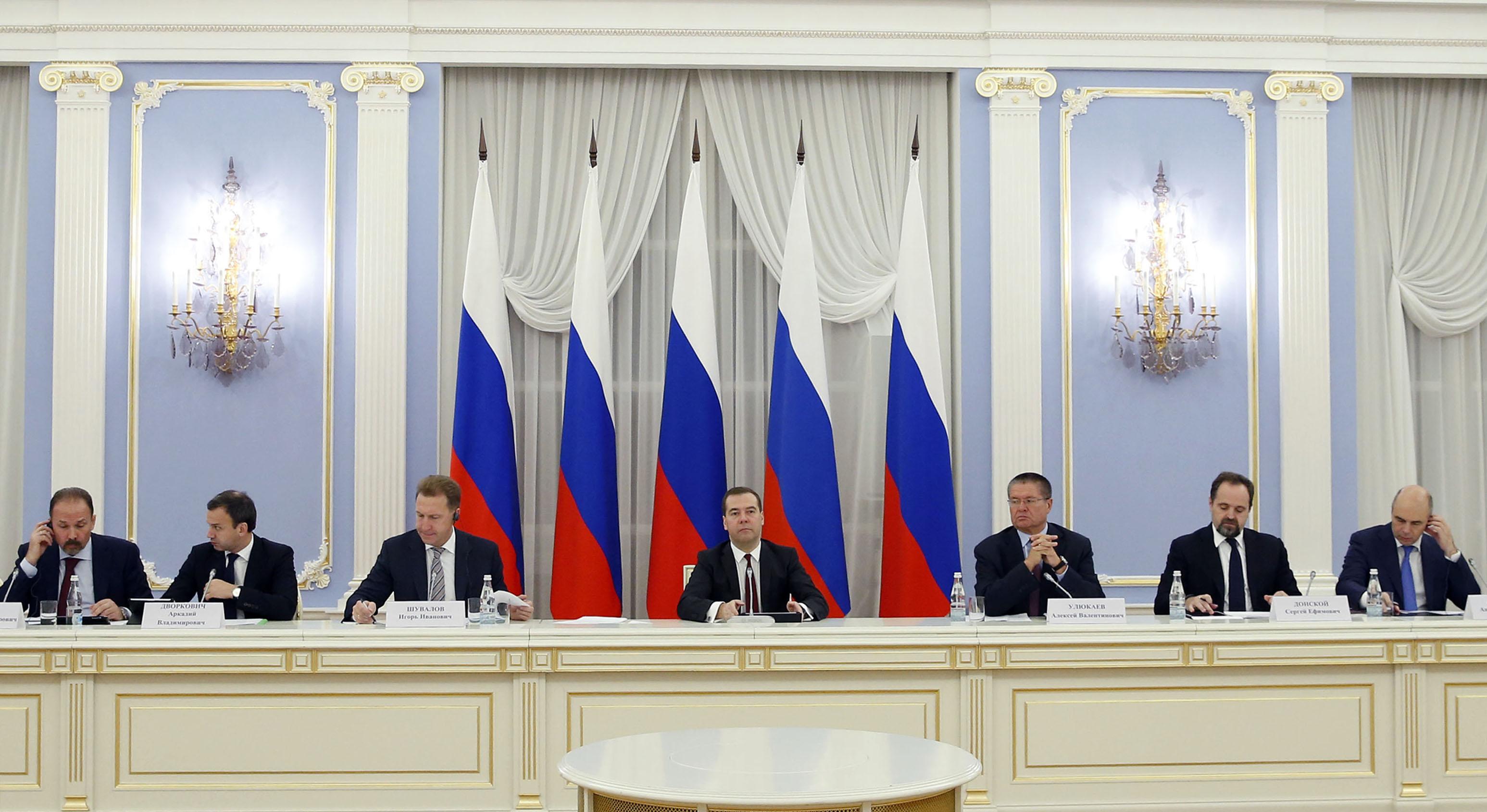 Премьер-министр РФ Д.Медведев на заседании консультативного совета по иностранным инвестициям