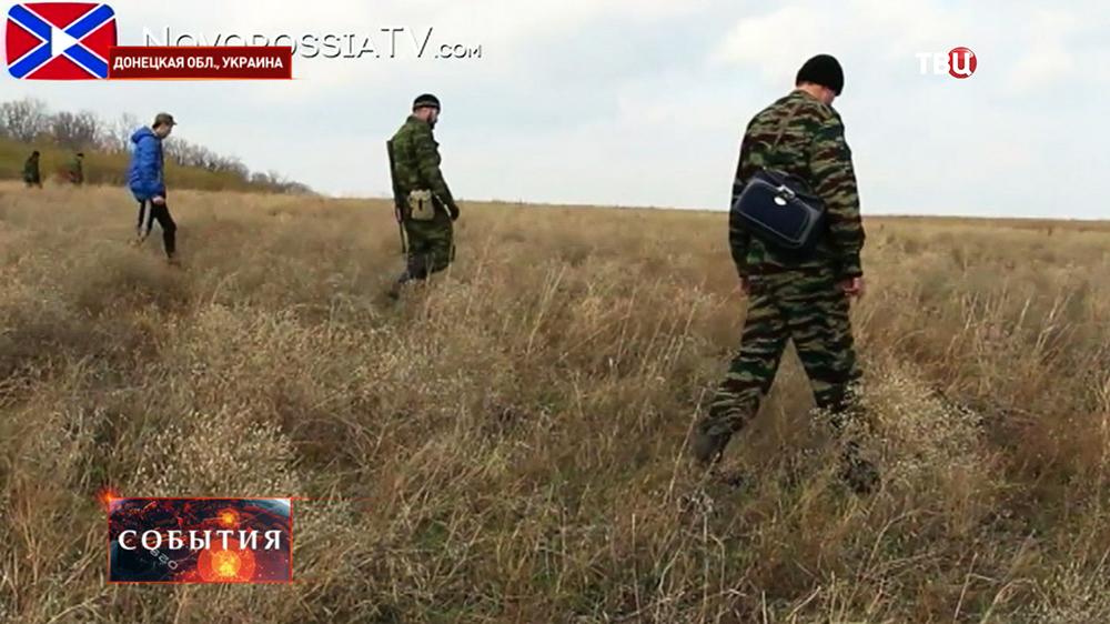 Саперы ищут не разорвавшиеся снаряды в Донецкой области