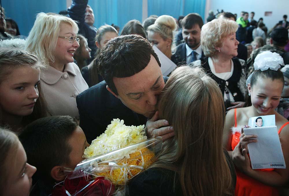 Визит певца Иосифа Кобзона на Донбасс