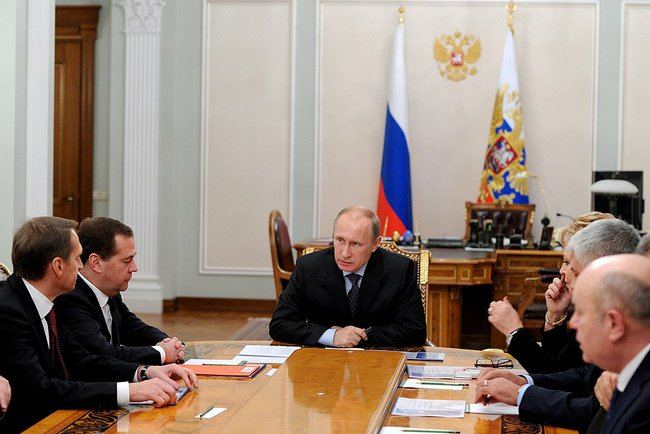 Владимир Путин провёл оперативное совещание с постоянными членами Совбеза