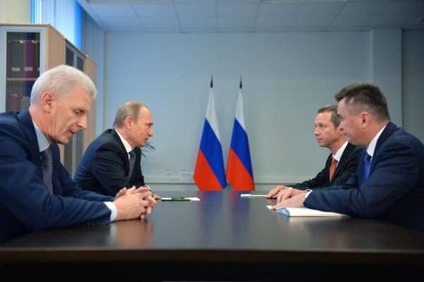 Президент России Владимир Путин проводит совещание во Владивостоке