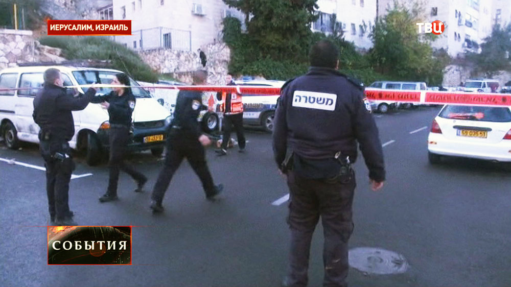 Полиция на месте теракта в синагоге в Иерусалиме