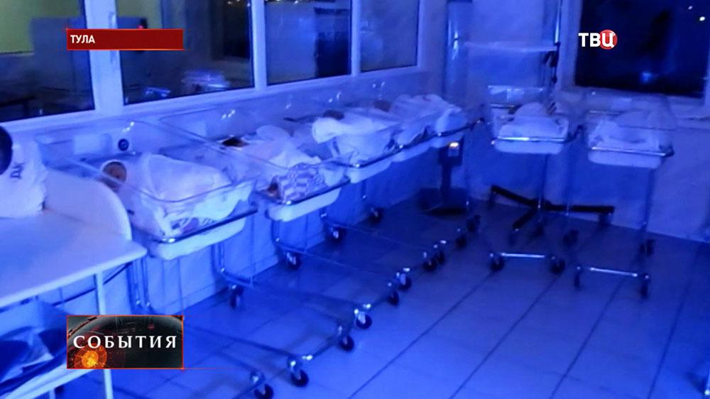 Новорожденные дети в роддоме Тулы