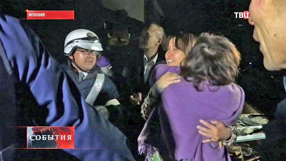 Спасательная операция после землетрясения в Японии