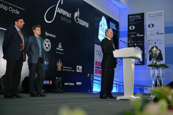 Президент России Владимир Путин выступает на церемонии награждения чемпиона мира по шахматам в Сочи