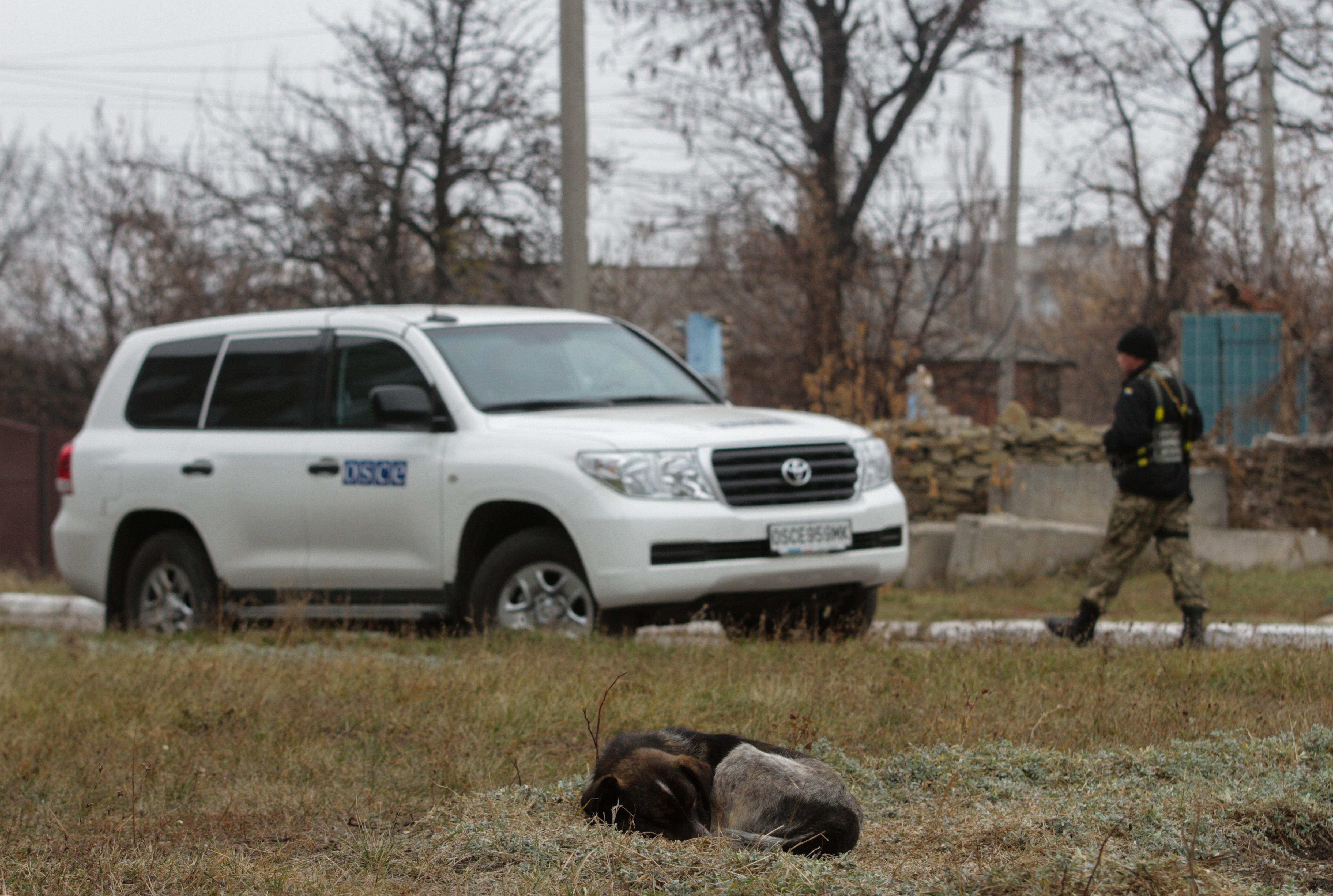 Автомобиль представителей ОБСЕ на юго-востоке Украины