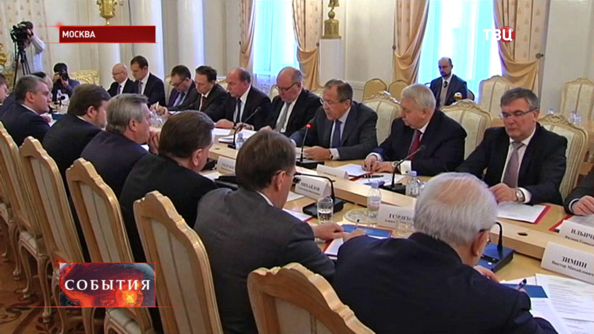 Сергей Лавров на заседании