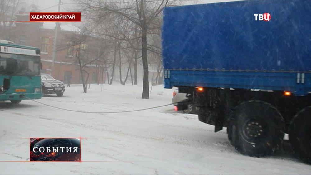 Последствия сильного снегопада в Хабаровском крае