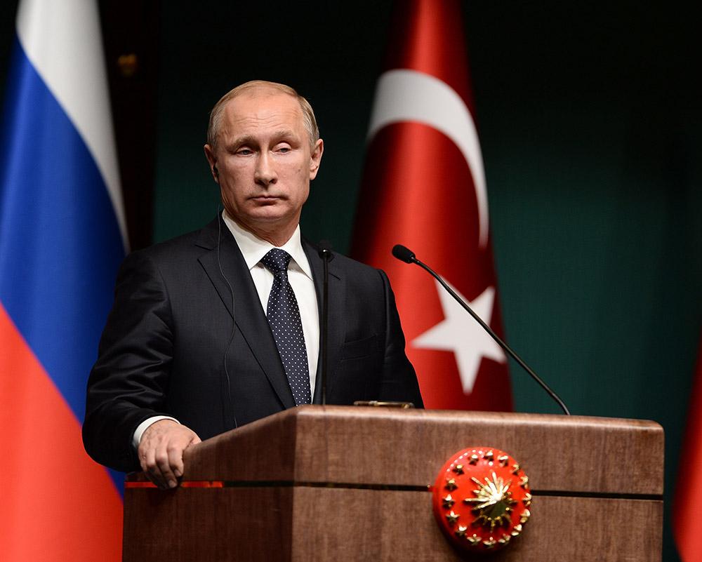 Президент России Владимир Путин на пресс-конференции в Турции