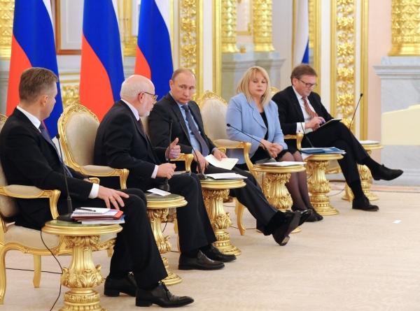 Владимир Путин на встрече с членами Совета при президенте по развитию гражданского общества и правам человека