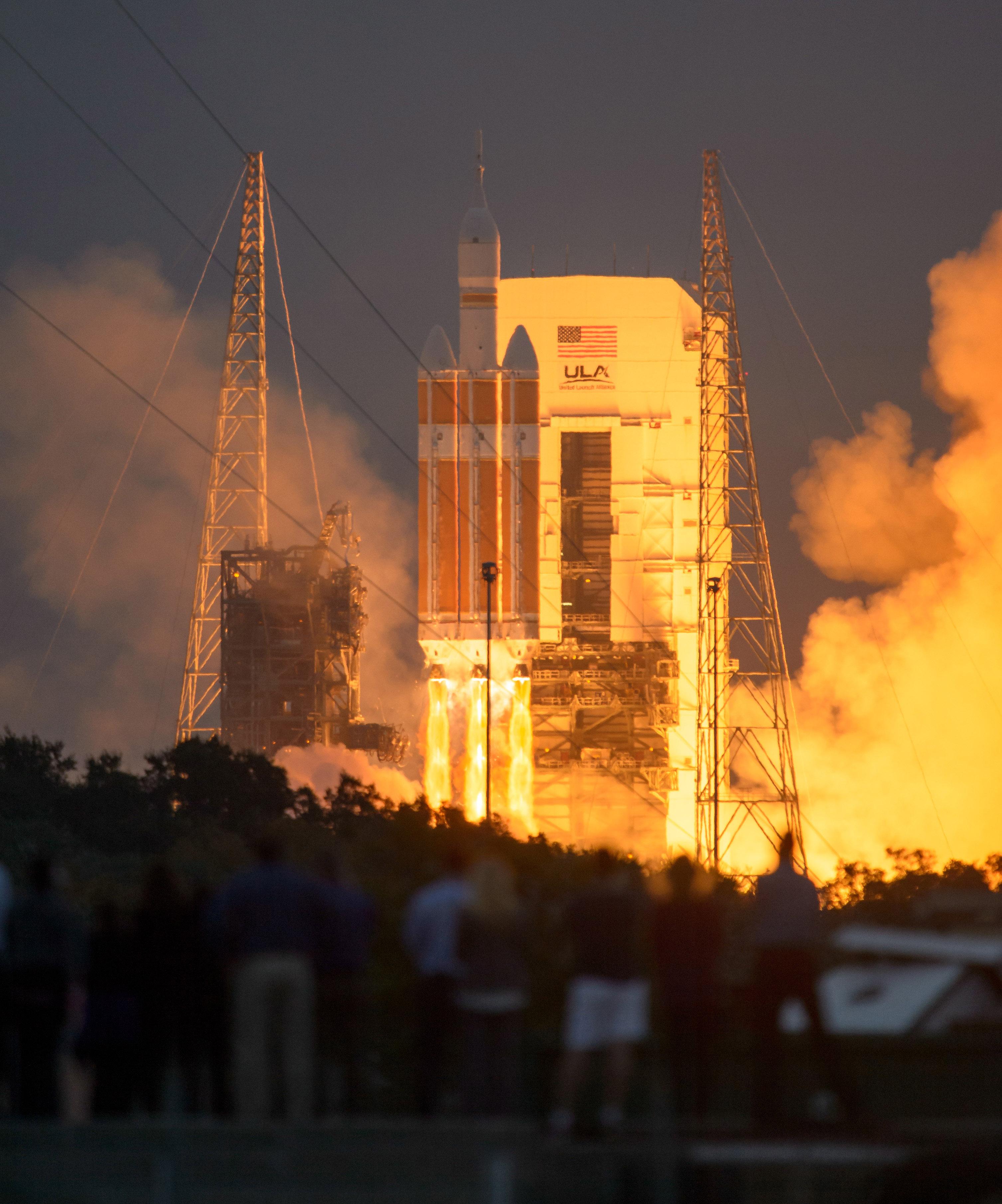 Запуск космического корабля Orion