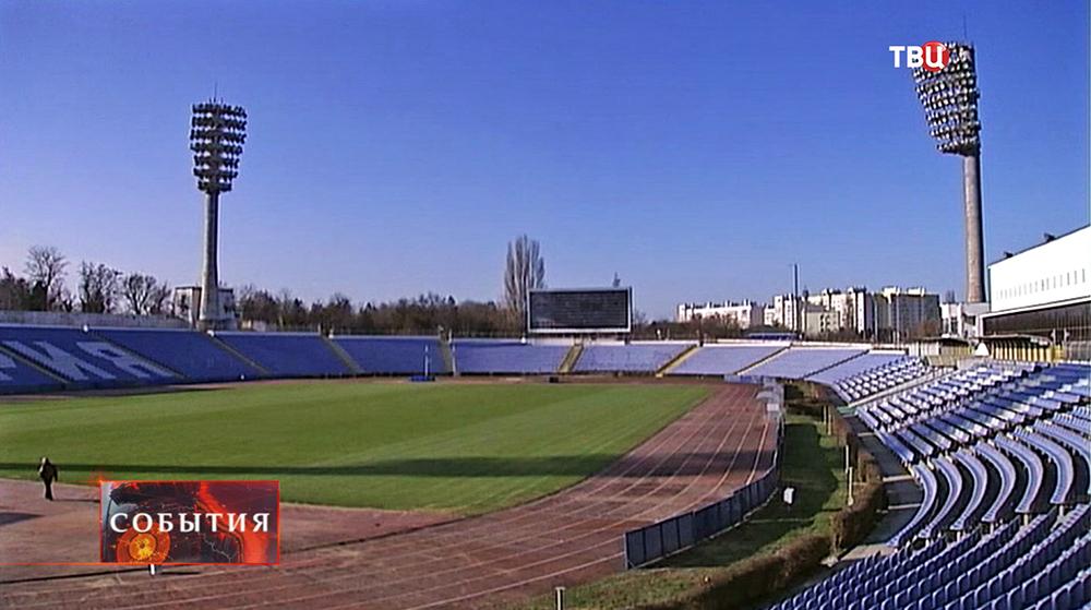 Пустая футбольная арена в Крыму