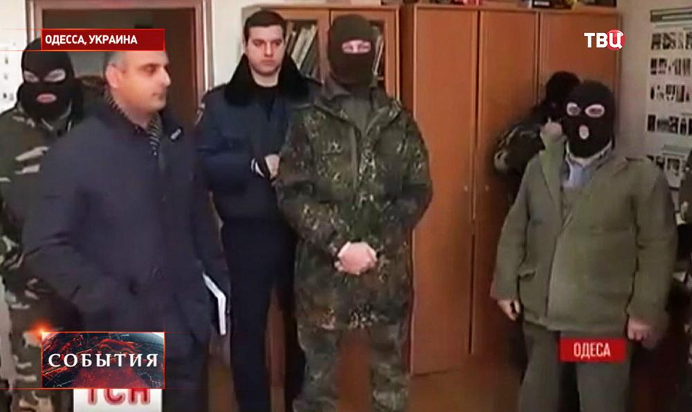 Украинские радикалы проводят люстрацию в Одессе