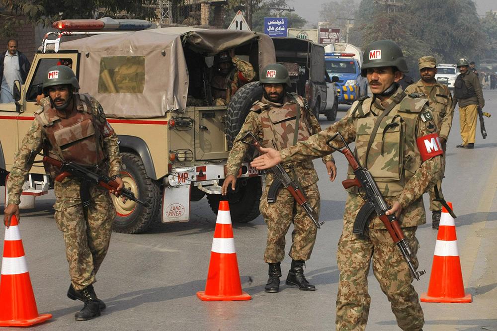 Военная полиция Пакистана на месте теракта