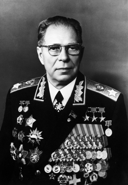 Дмитрий Устинов, Маршал Советского Союза, Герой Советского Союза, дважды Герой Социалистического Труда, министр обороны СССР