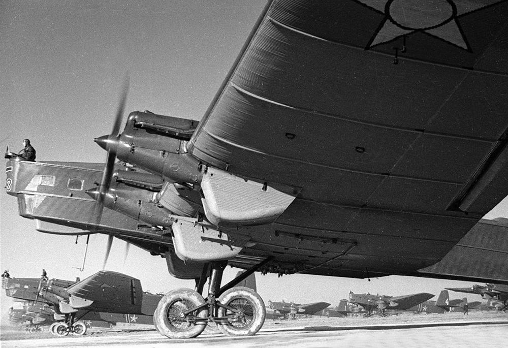 Советский бомбардировщик ТБ-3
