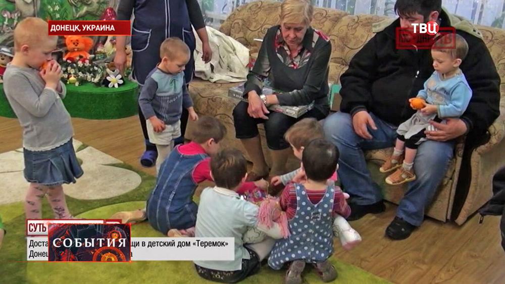 Волонтеры доставили гуманитарную помощь в детский дом Донецка