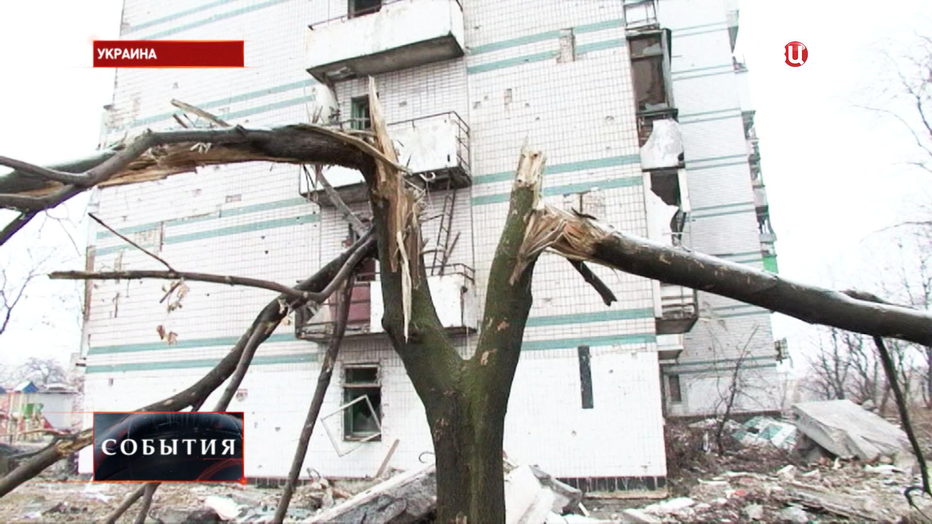 Результат артобстрела жилых кварталов на юго-востоке Украины