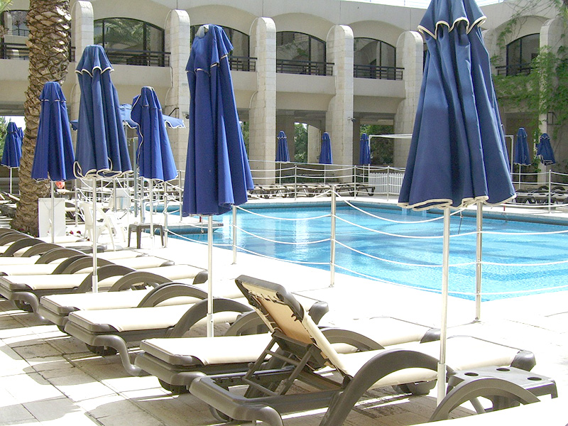 Бассейн в отеле