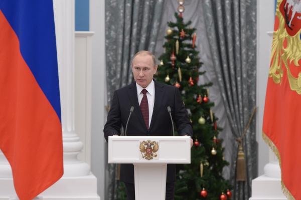 Президент России Владимир Путин выступает на церемонии вручения государственных наград