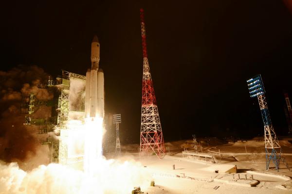 "Ракета-носитель тяжелого класса ""Ангара-А5"" во время запуска с космодрома Плесецк"