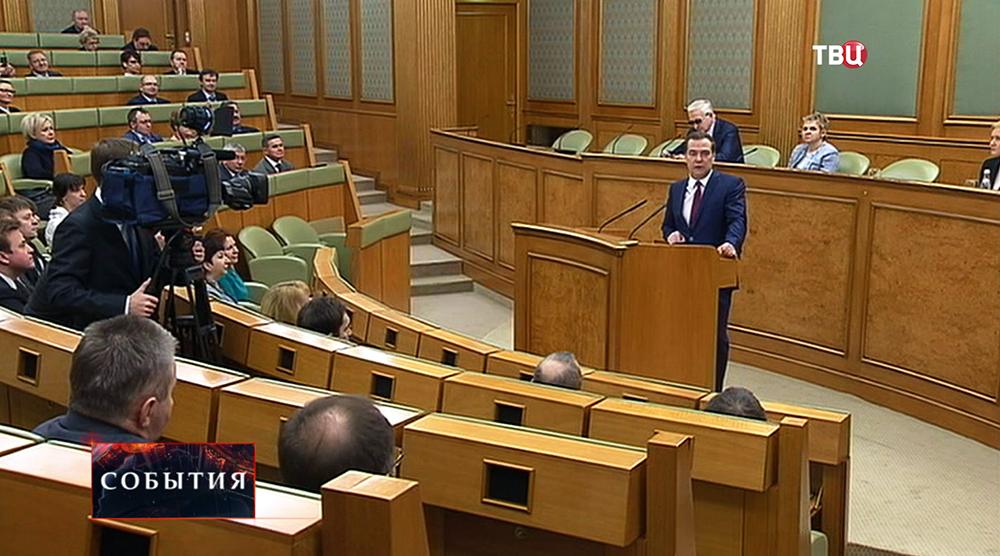 Дмитрий Медведев на заседании российской трёхсторонней комиссии по регулированию социально-трудовых отношений