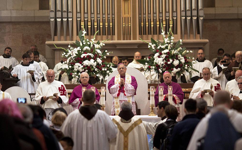 Папа Римский Франциск проводит праздничную мессу