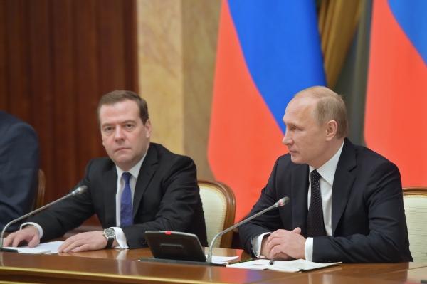 Президент России Владимир Путин и председатель правительства России Дмитрий Медведев