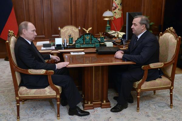 Президент России Владимир Путин и министр РФ по делам гражданской обороны, чрезвычайным ситуациям и ликвидации последствий стихийных бедствий Владимир Пучков