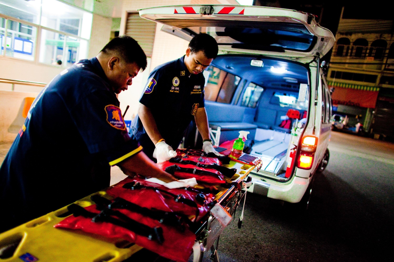 Сотрудники скорой помощи в Таиланде