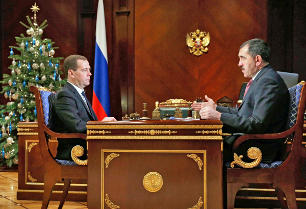 Председатель правительства России Дмитрий Медведев и глава Ингушетии Юнус-Бек Евкуров