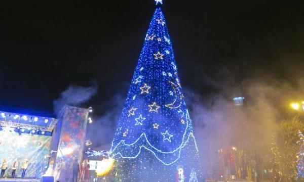 Новогодняя елка в Донецке