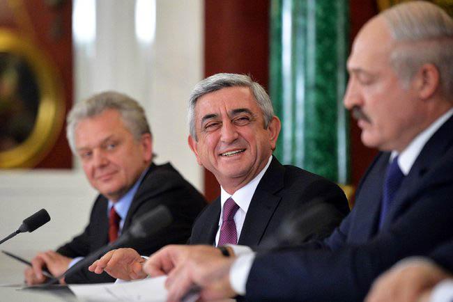 Президент Белоруссии Александр Лукашенко, президент Армении Серж Саргсян и председатель Коллегии Евразийской экономической комиссии Виктор Христенко