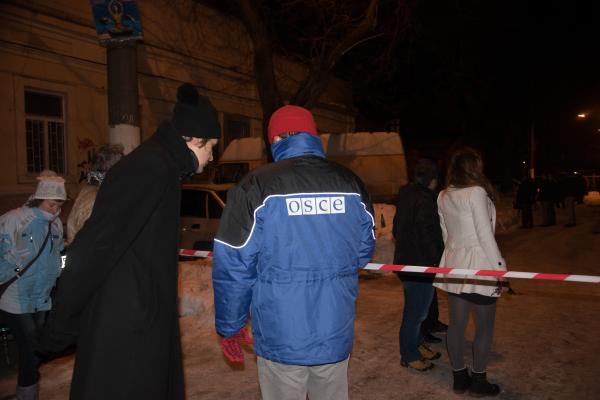 Представитель ОБСЕ у здания волонтерского центра в Одессе, где произошел взрыв