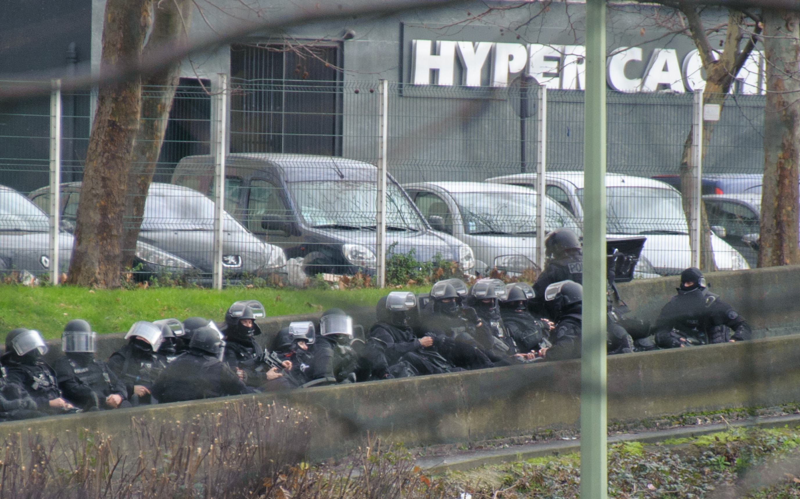 Захват заложников на востоке Парижа