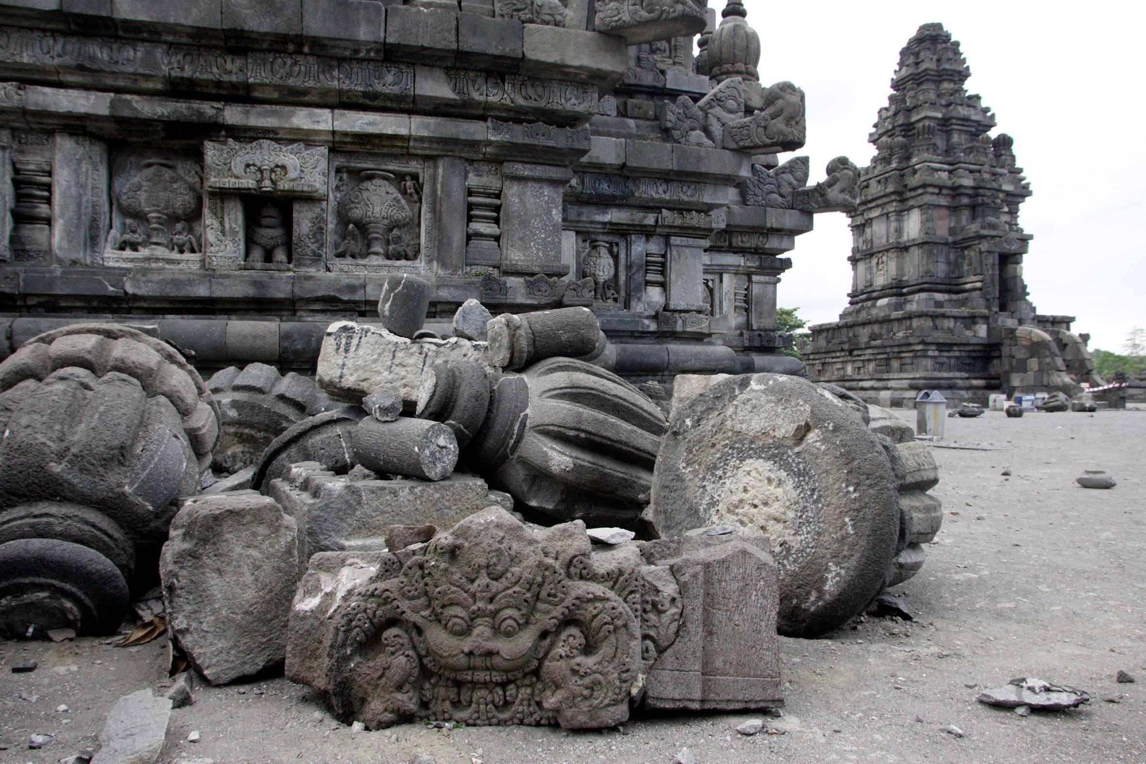 Последствия землетрясения на острове Ява, Индонезия