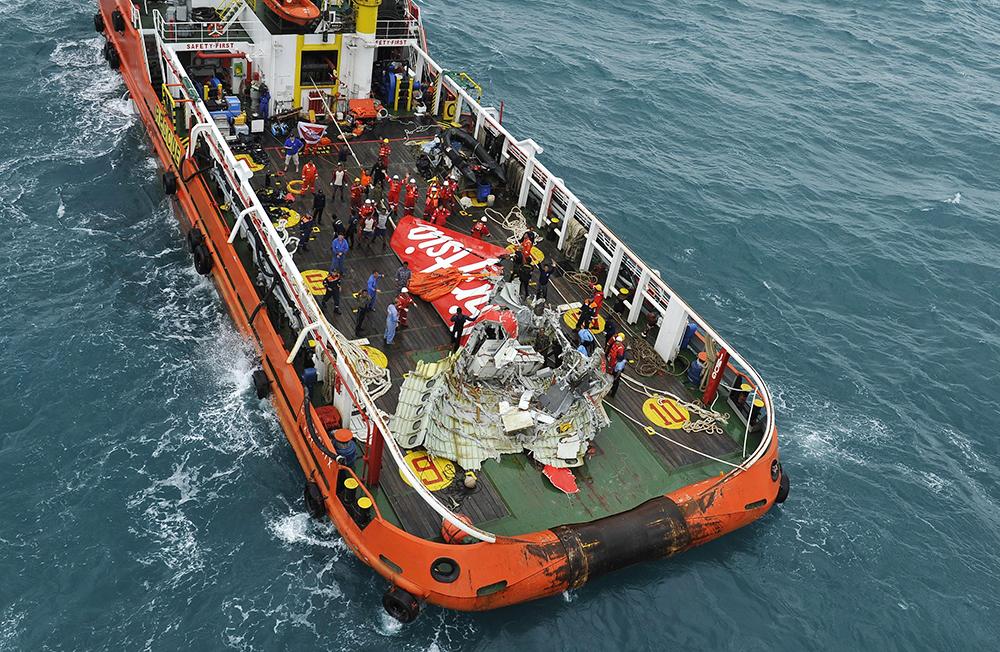 Фрагмент разбившегося лайнера AirAsia