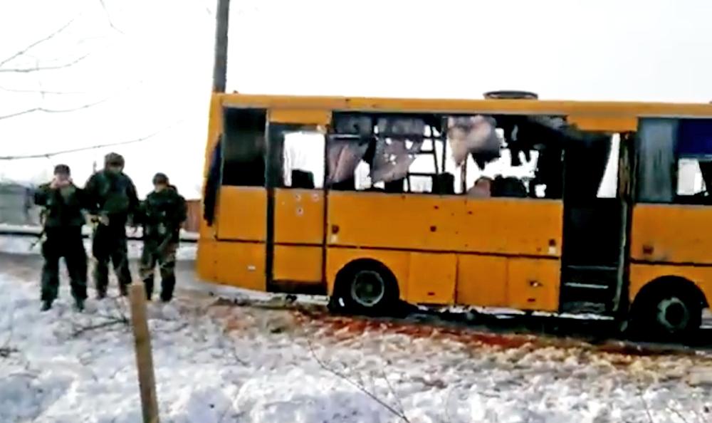 Автобус после обстрела в Донецкой области