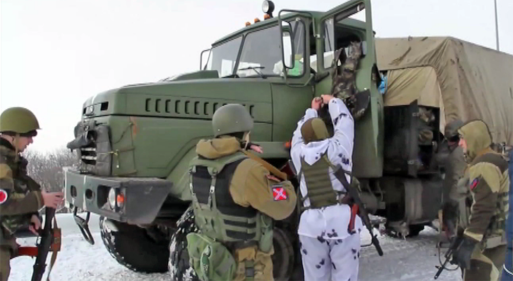 Бойцы народного ополчения ДНР и украинские военные
