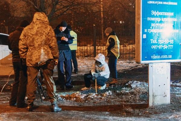 Сотрудники правоохранительных органов работают на месте взрыва