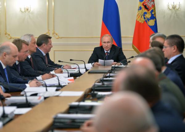 Президент России Владимир Путин проводит заседание военно-промышленной комиссии РФ
