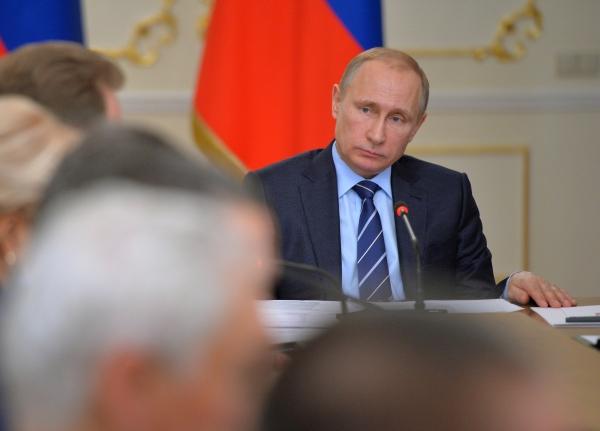 Президент РФ Владимир Путин проводит совещание с членами правительства РФ